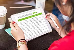 Знакомьтесь! Сервис онлайн печати. Загрузите файл и получите на следующий день визитки, билборды или пластиковые карты.